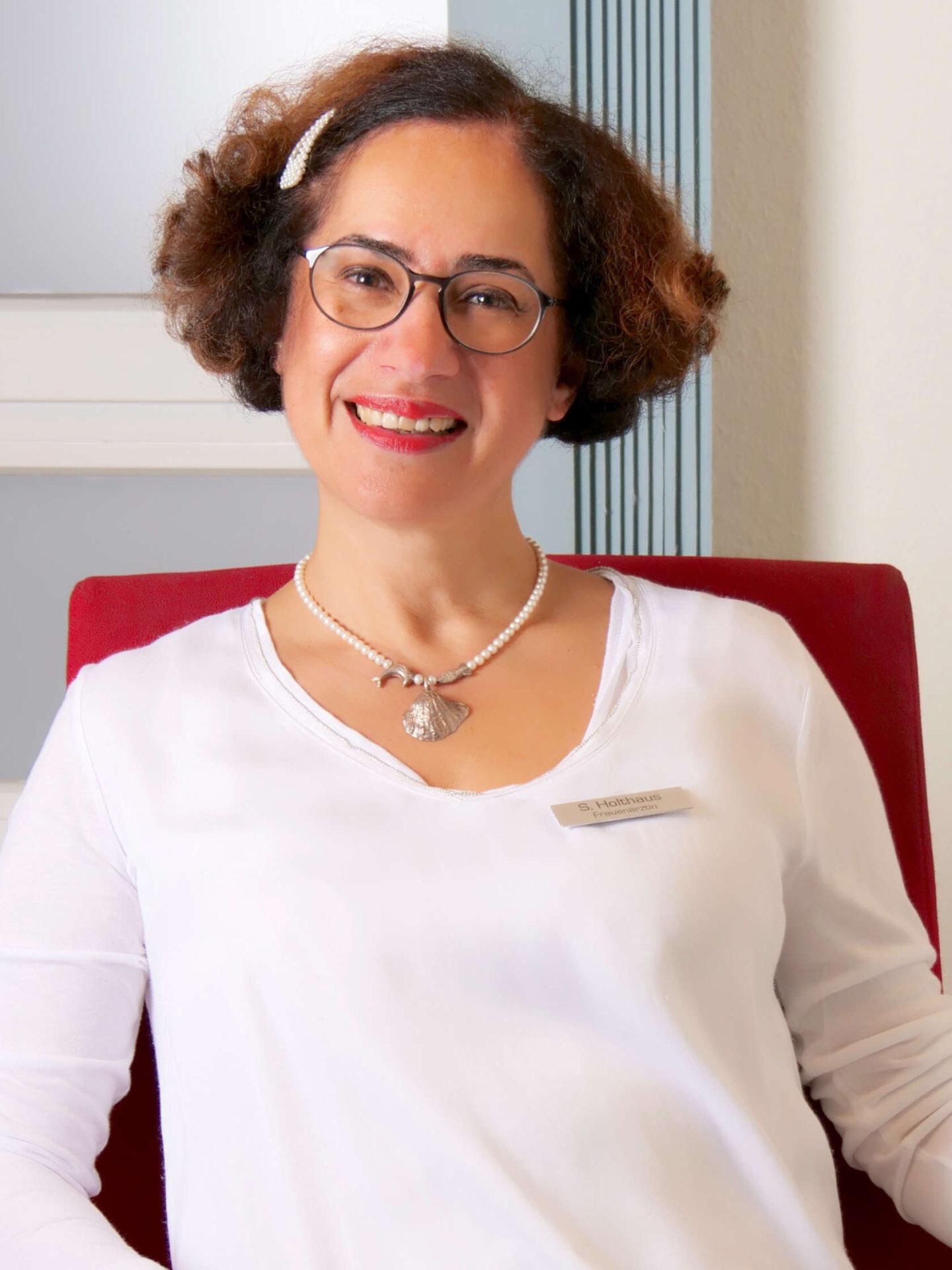 Soudabeh Holthaus, Fachärztin für Frauenheilkunde und Geburtshilfe